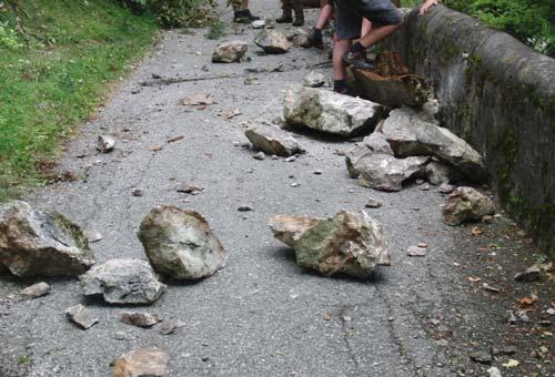 Absperren wegen Steinschlaggefahr, am 23. August 2012