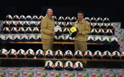 Neue Helme für die Feuerwehr Lofer