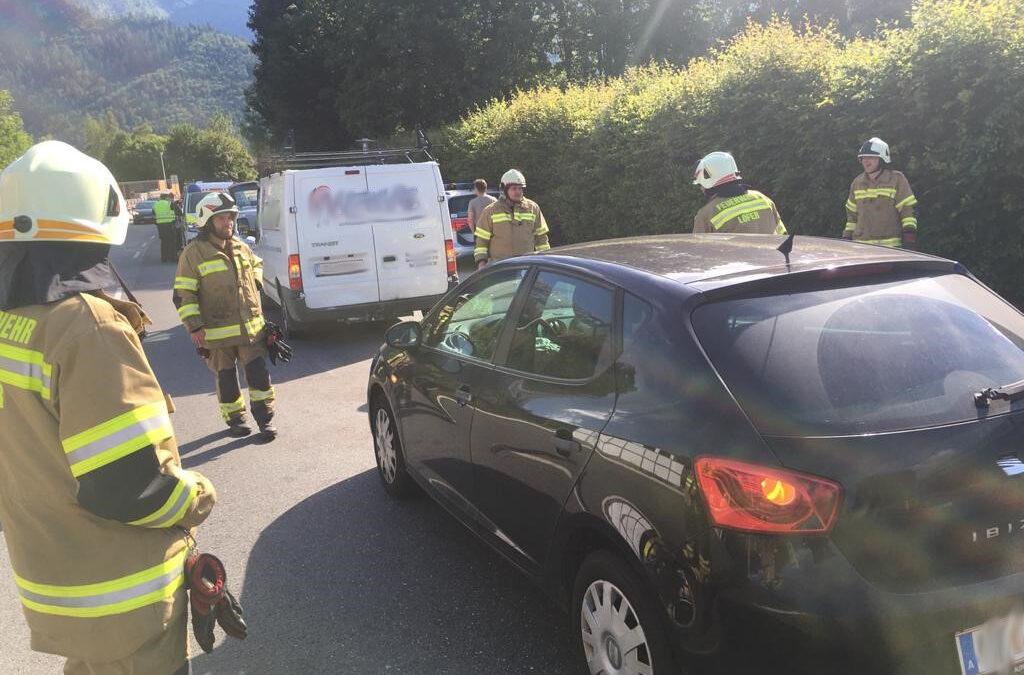 Aufräumen nach Verkehrsunfall Shell Tankstelle am 13.7.2020